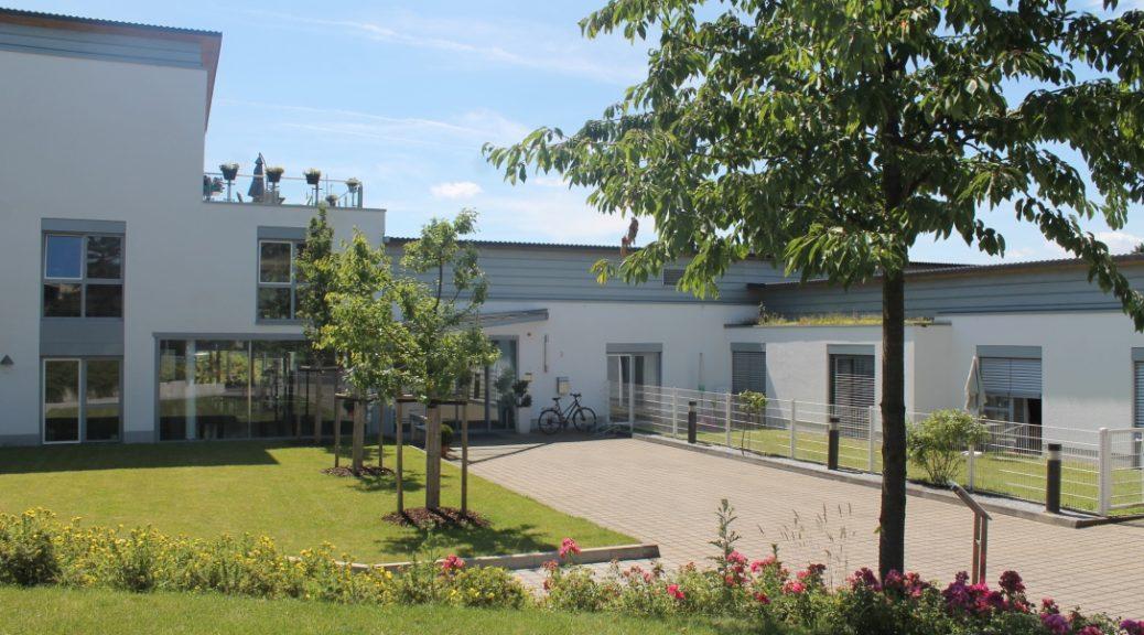 Ev. Altenheim Lohmar, Eingangsbereich außen (CC-BY-NC Kathleen Möschler)