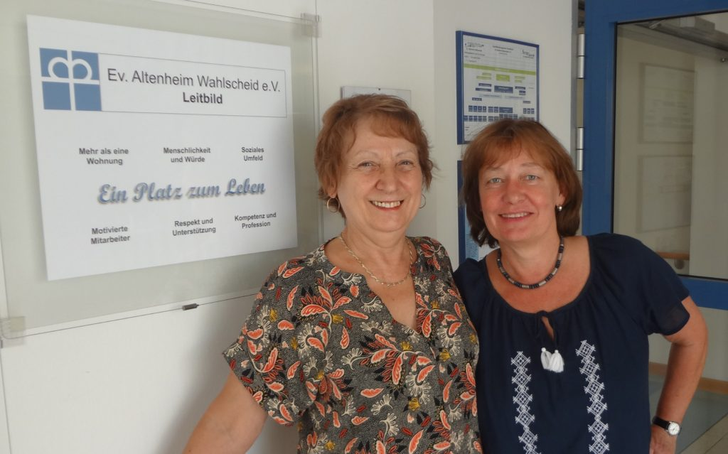 Iudit Klein und Michaela Baumann (Vorstand des Ev. Altenheim Wahlscheid e.V.) (Juli 2016, CC-BY-SA Frauke Möschler)
